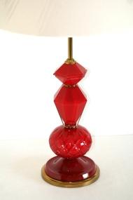 Lampe de table en verre taillé rouge - Maison Baguès vers 1950