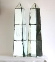 Paire d'obélisques en miroir