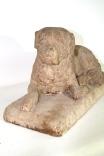 Sculpture d'un chien en grès rose - 19ème