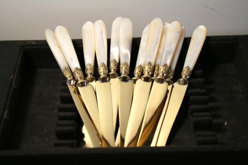 12 couteaux à entremets en vermeil et nacre - XIXème