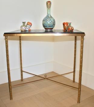 Table d'appoint, en laque noire et en bronze, attribué à Maison Jansen