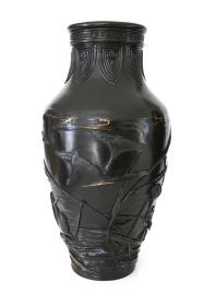 Paire de vases en bronze à patine noire, Japon, Meiji, signé O.SESSEI