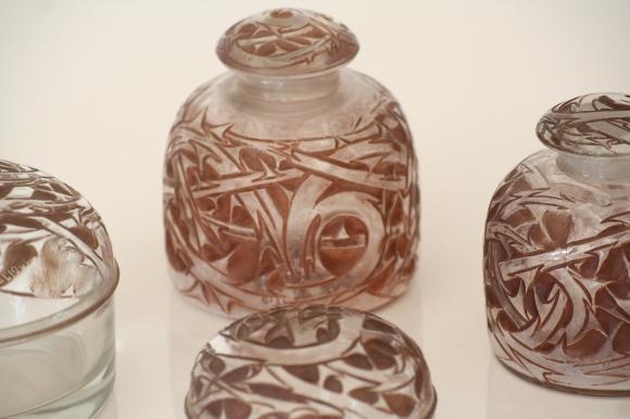 RENE LALIQUE (1860-1945) - Garnitures de Toilette - Modèle Épines, créé en 1920