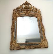 Miroir en bois sculpté et doré, d'époque 18ème