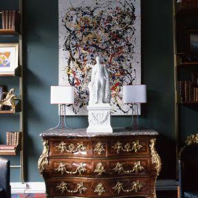Le mélange de l'objet ancien dans les intérieurs contemporains, et le charme opère...