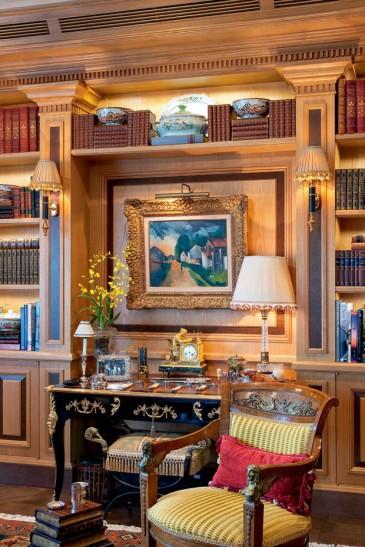 L'Esprit grand Chic à la Française dans cet intérieur décoré de d'objets anciens... pour une ambiance accueillante et chaleureuse
