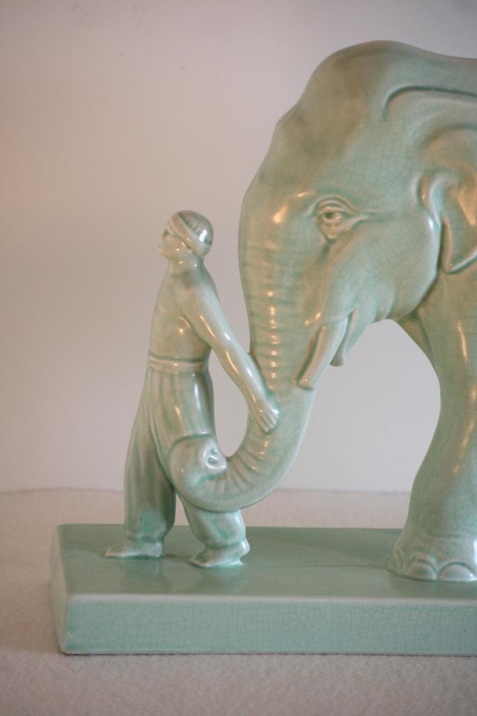 Statue en céramique craquelée, figurant un éléphant, Monogrammée STEF, Art Deco