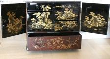 Cabinet en laque du Japon, or, brun et noir, Epoque Meiji
