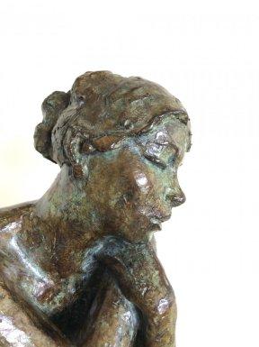 Bronze par Marie Joseph BOURRON 1931 - 2012à patine brun clair, à nuances vertessigné et numéroté 3/8 de tirages autorisés Cachet de fondeur : Delval Dimensions : hauteur 31 cm et 36 avec le socle - largeur 18 cm Prix : 1600€