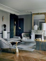 Un appartement raffiné à Saint-Germain-des-Prés La décoratrice Anne-Sophie Pailleret aime les effets précieux et délicats, les éclats dorés, les bronzes patinés, la douceur moirée et scintillante... La preuve avec cet appartement, conçu tel un écrin calme et raffiné. @architecturaldigestfrance