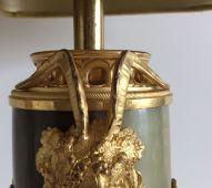 Paire de cassolettes de Style Louis XVI En Onyx, Jaspe et montures en bronze finement ciselé et doréà décor de pampres de vigne Travail Français - Époque fin 19 ème -Montées en lampes au 20 éme Bel état, abats jour anciens Dimensions : Hauteur : 53 cm Longueur : 25 cm Prix : 1250€ ------------------------- Pair of Louis XVI Style casseroles In Onyx Jasper and finely chiseled and gilded bronze mounts decorated with vine branches French Work - Period late 19th - Mounted in lamps in the 20th century Beautiful condition, old lampshades Dimensions: Height: 53 cm Length: 25 cm Price: 1250 €