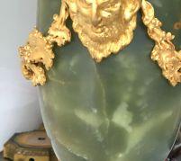 Paire de cassolettes de Style Louis XVI En Onyx, Jaspe et montures en bronze finement ciselé et doré à décor de pampres de vigne Travail Français - Époque fin 19 ème -Montées en lampes au 20 éme Bel état, abats jour anciens Dimensions : Hauteur : 53 cm Longueur : 25 cm Prix : 1250€ ------------------------- Pair of Louis XVI Style casseroles In Onyx Jasper and finely chiseled and gilded bronze mounts decorated with vine branches French Work - Period late 19th - Mounted in lamps in the 20th century Beautiful condition, old lampshades Dimensions: Height: 53 cm Length: 25 cm Price: 1250 €