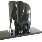 Sculpture représentant un éléphant en bois d'ébène massif du Gabon, 1930