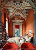 La tienda de Florencia es la primera que Casa Do Passadiço diseñó para la marca Aquazzura, sublime boutique de zapatos en Florencia, Italia. photo : @ francisco_almeida_dias lieu : @aquazzuraboutiques designer @casadopassadico edition : @admexico