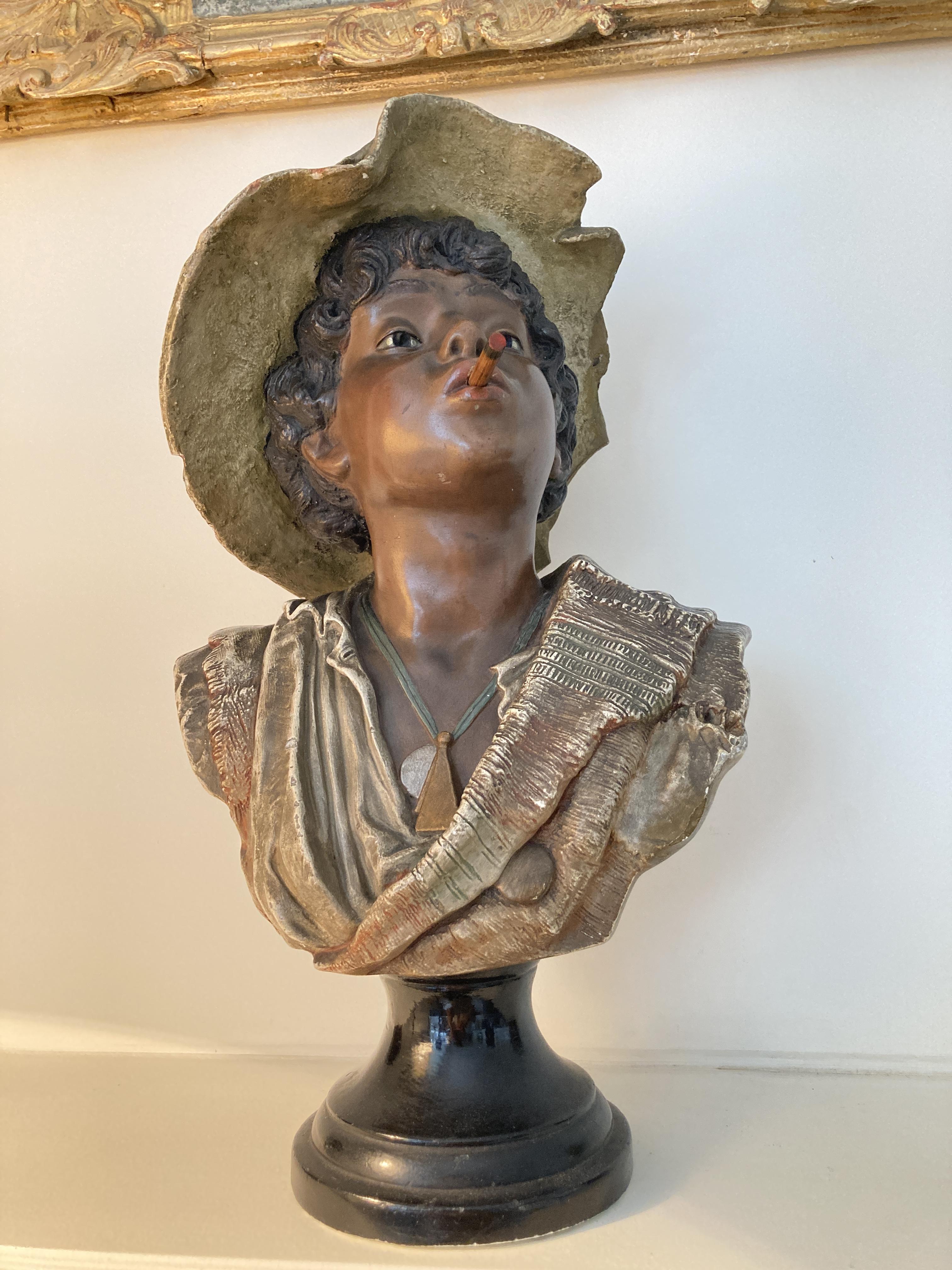 Charmant Buste D'enfant Au Chapeau, En Plâtre Polychromé